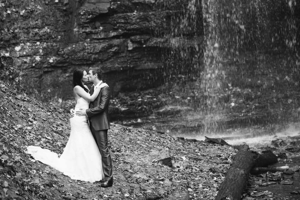 Waterfall-Kiss-Zsuzsi-Pal-Photography-Wedding