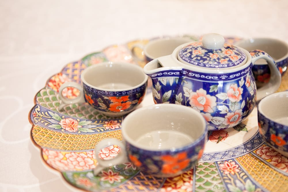 Chinese-Tea-Set-Zsuzsi-Pal-Photography-Wedding