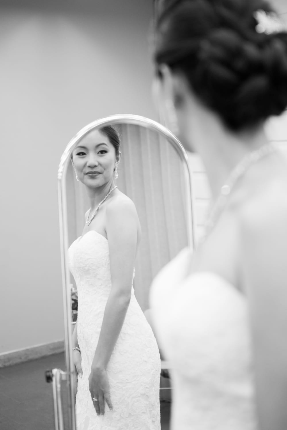 Bride-Mirror-Black-White-B&W-Zsuzsi-Pal-Photography-Wedding