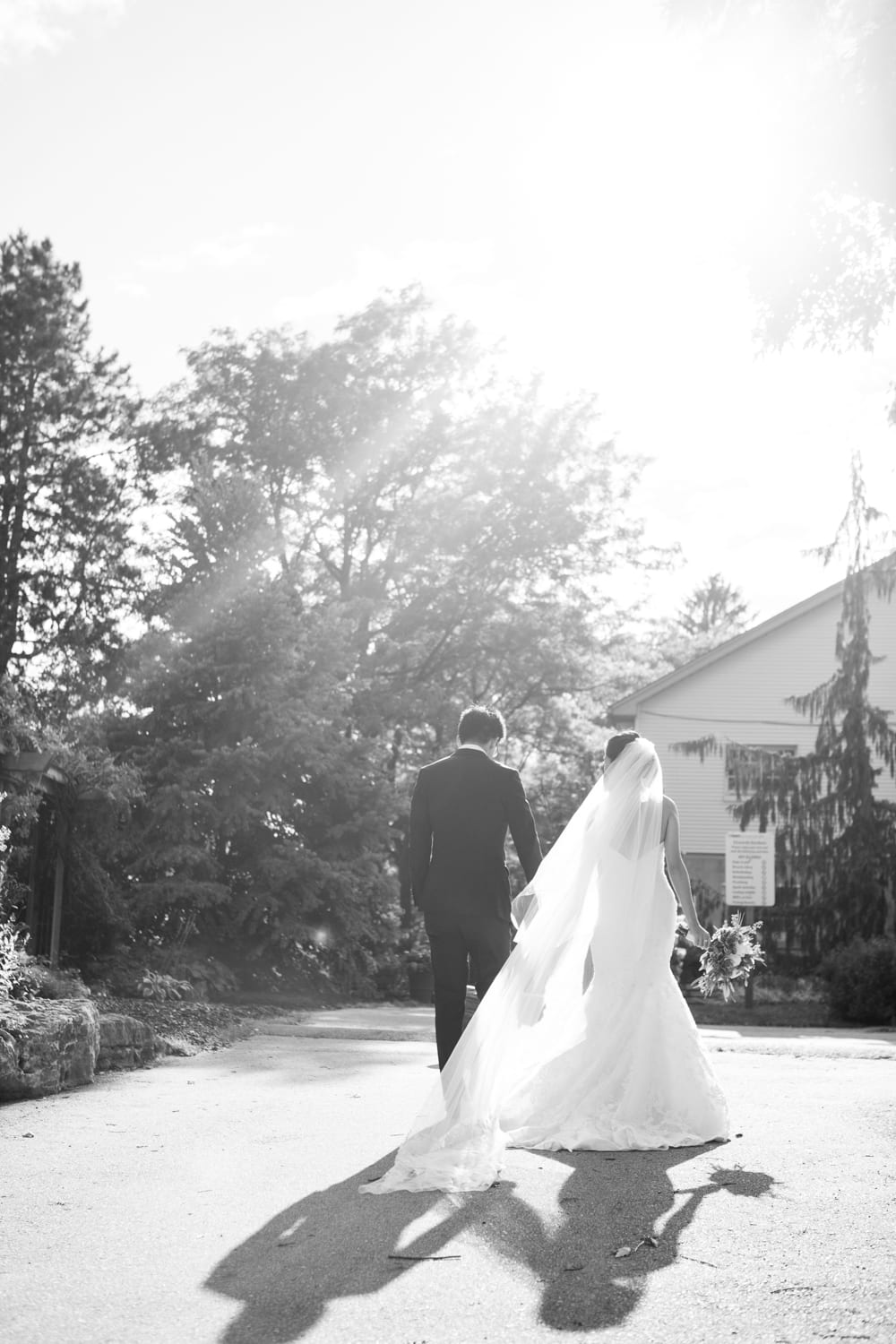 B&W-Walking-Zsuzsi-Pal-Photography-Wedding