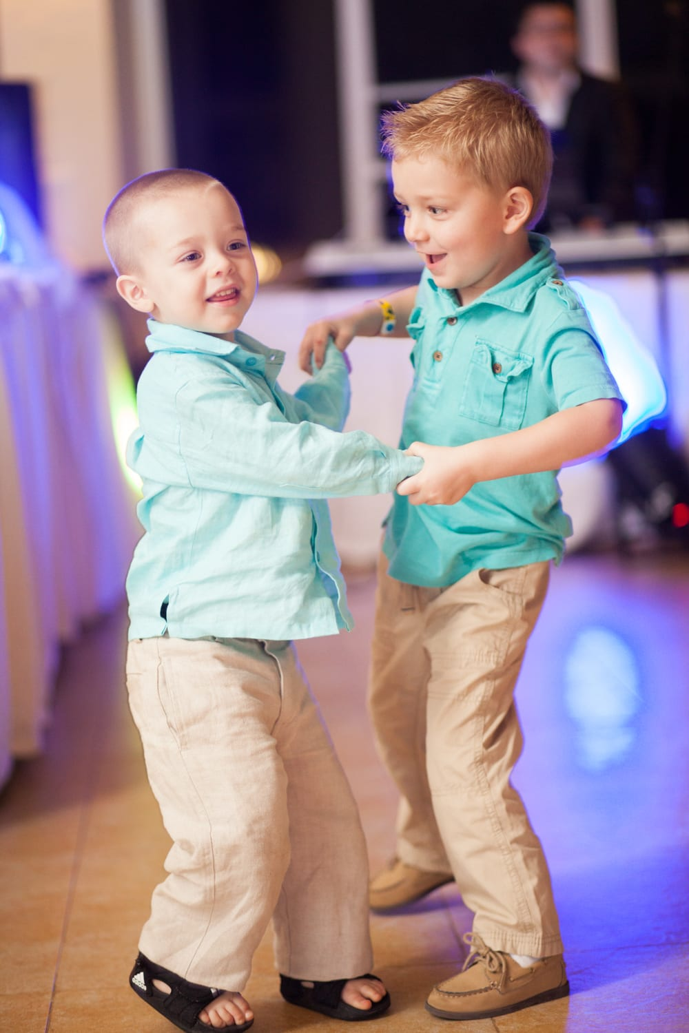 Kids-Dancing-Wedding-Zsuzsi-Pal-Photography