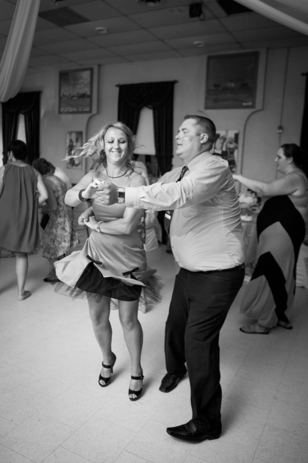 Reception-Dancing-Couple-Wedding-Zsuzsi-Pal-Photography