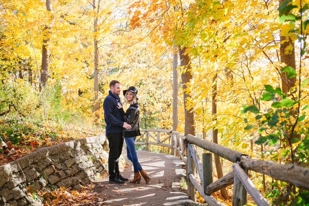 Forest-Trail-Fall-Engagement-Zsuzsi-Pal-Photography