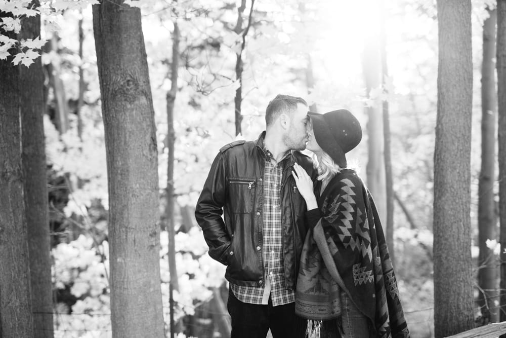 Couple-Kiss-Engagement-Zsuzsi-Pal-Photography