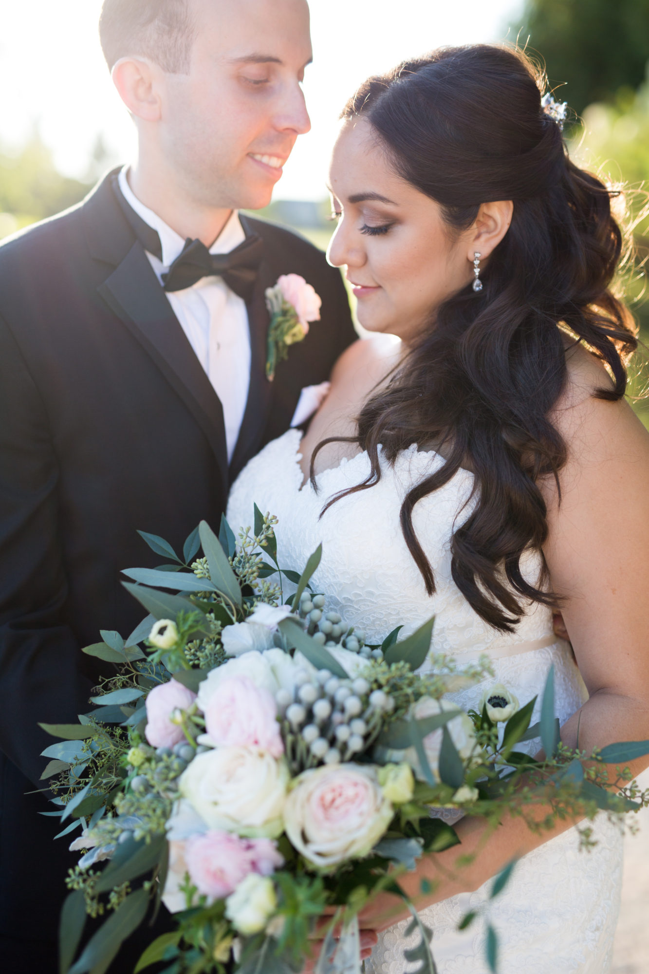 Deer Creek Golf Club Couple Bouquet Toronto Wedding Zsuzsi Pal Photography