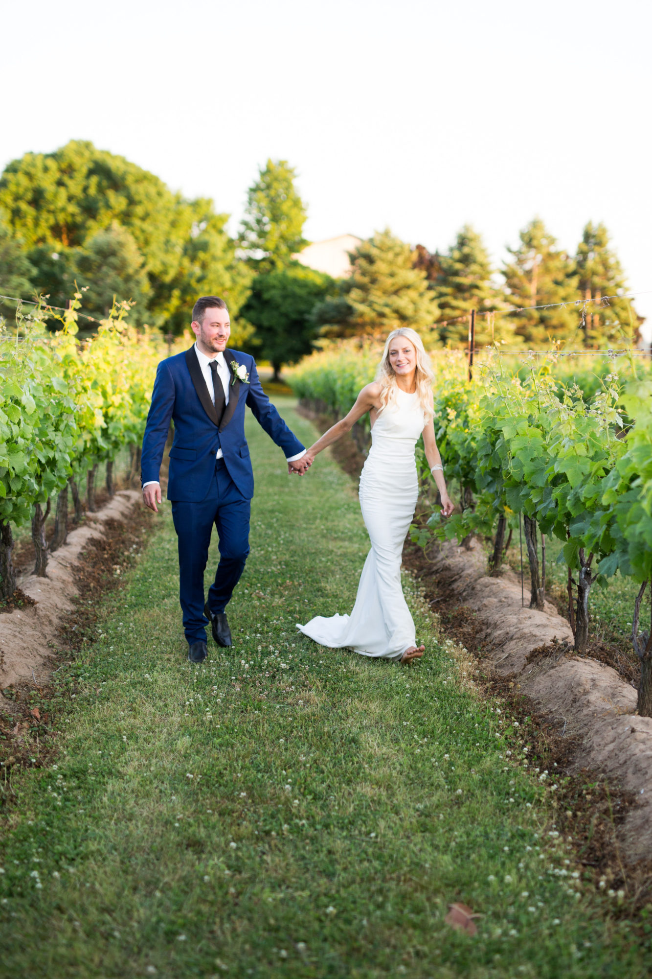 Legends Winery Couple Sunset Toronto Wedding Zsuzsi Pal Photography