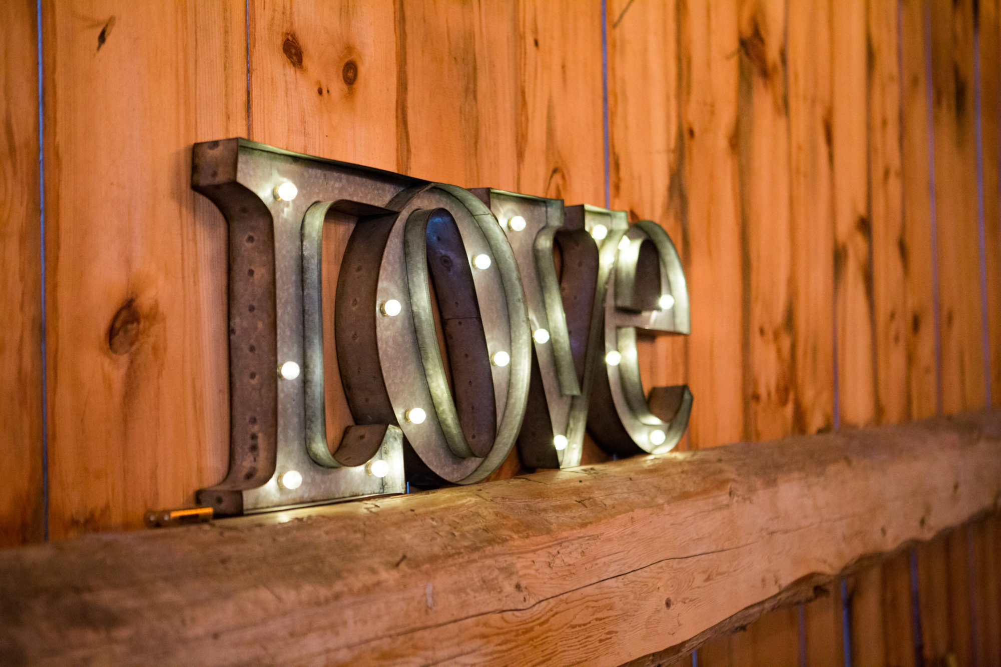 Love Sign South Pond Farms Zsuzsi Pal Photography Wedding