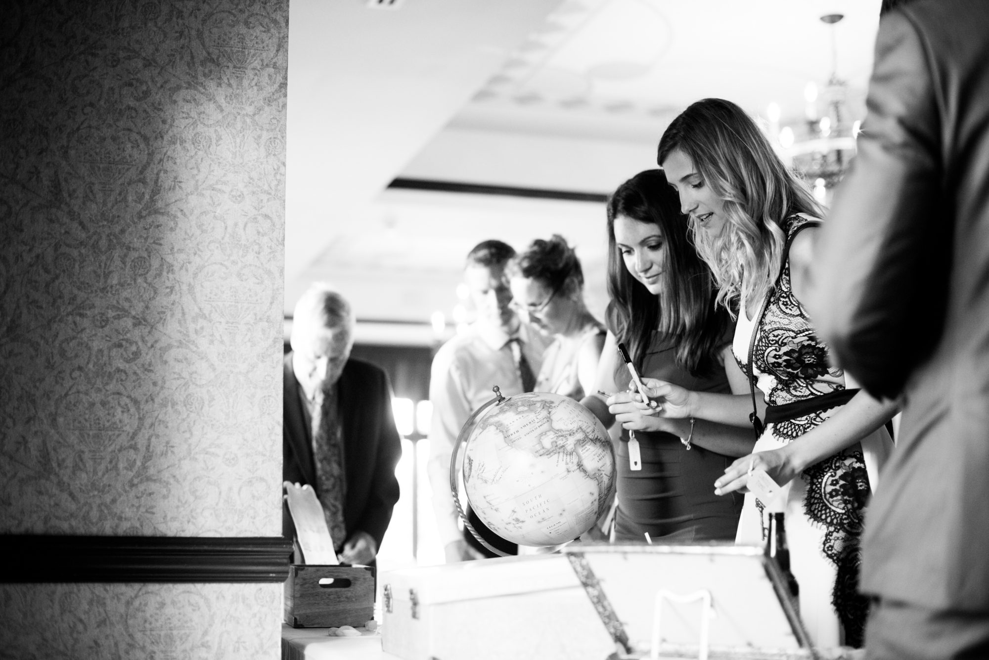 Guests Candid Globe Wedding King City Zsuzsi Pal Photography