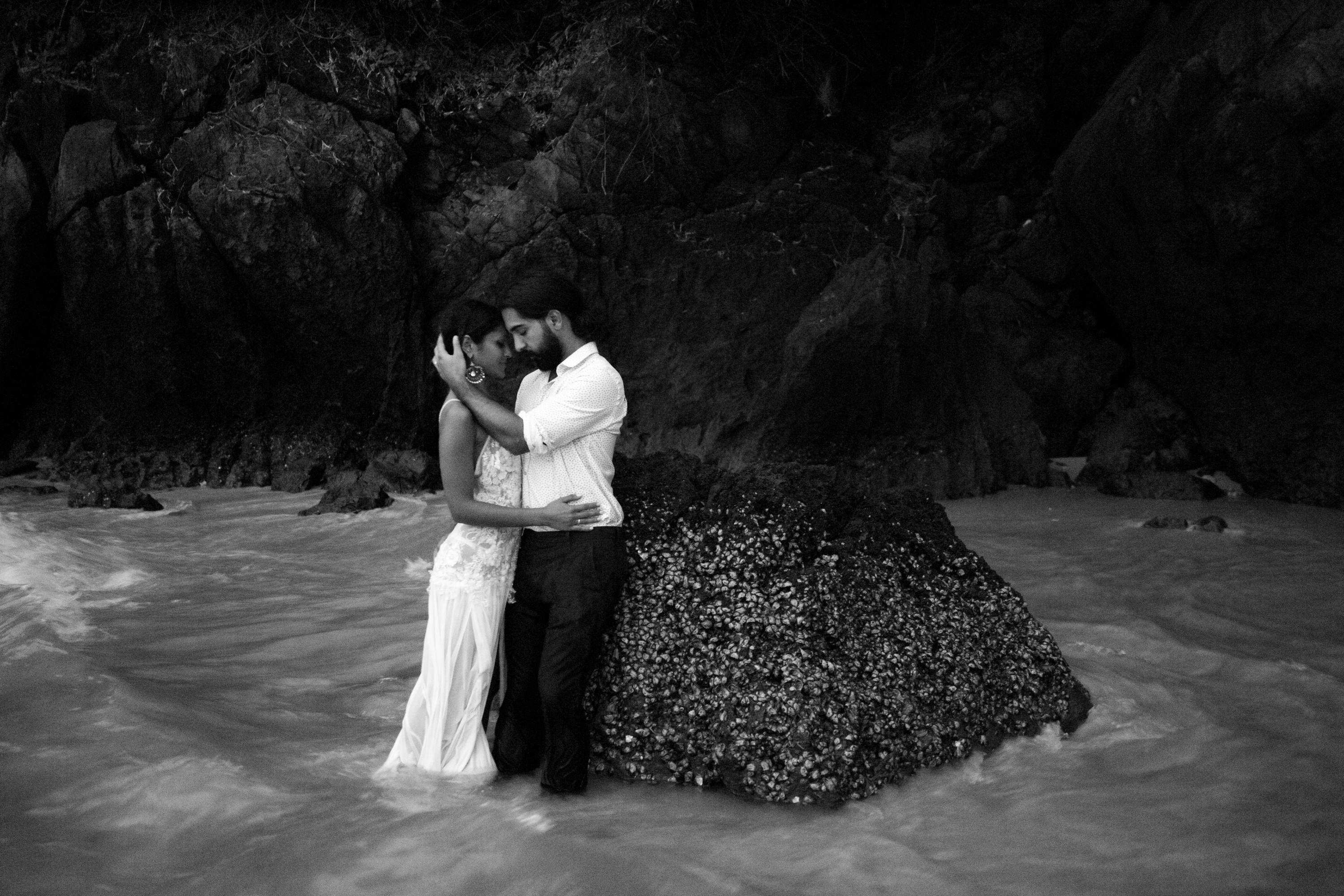 Hug Cute Railay Beach Thailand Krabi Zsuzsi Pal Photography Wedding Sunset