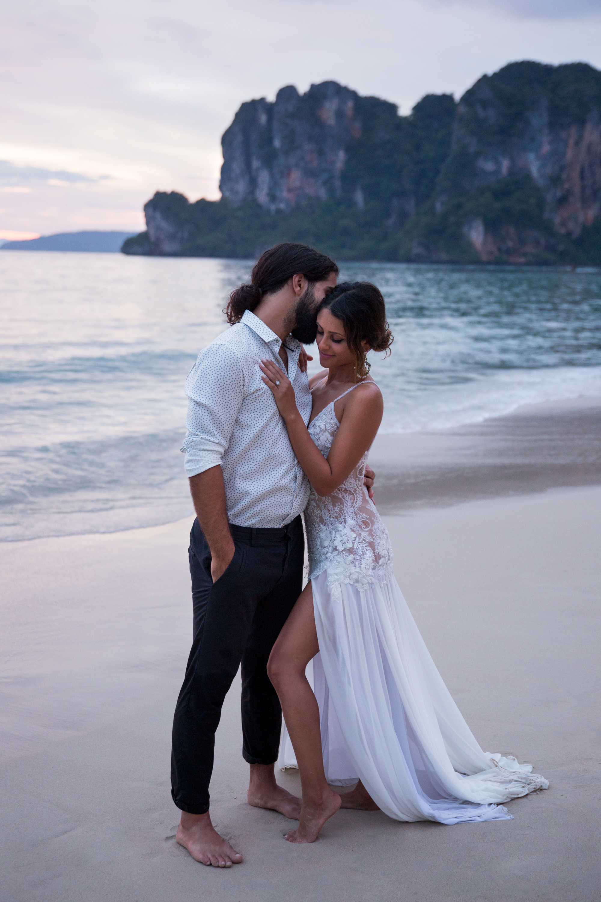 Cuddle Couple Railay Beach Thailand Krabi Zsuzsi Pal Photography Wedding Sunset