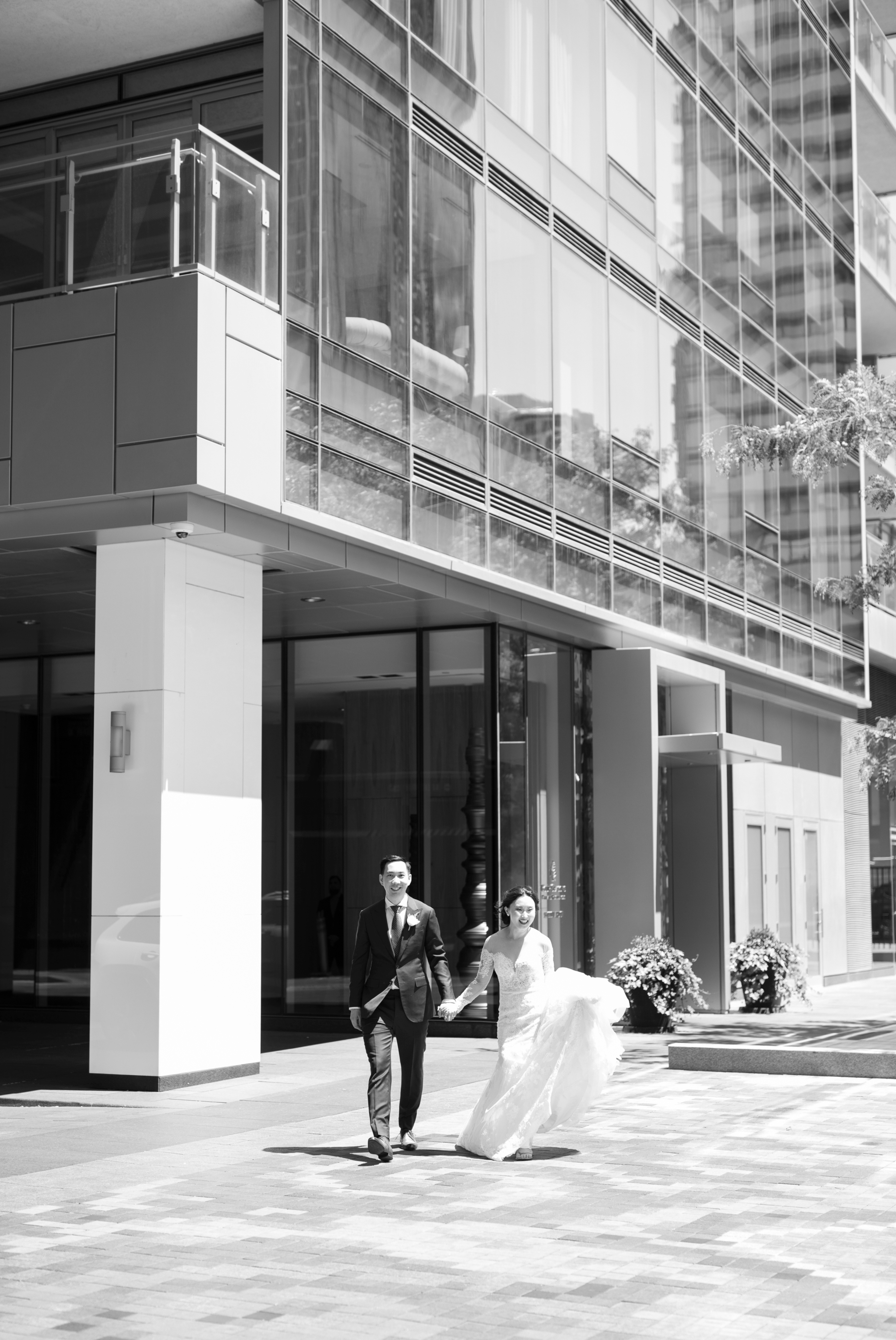 Bride Groom Walk Toronto Casa Loma Four Seasons Chinese Wedding Zsuzsi Pal Photography Cindy Brian