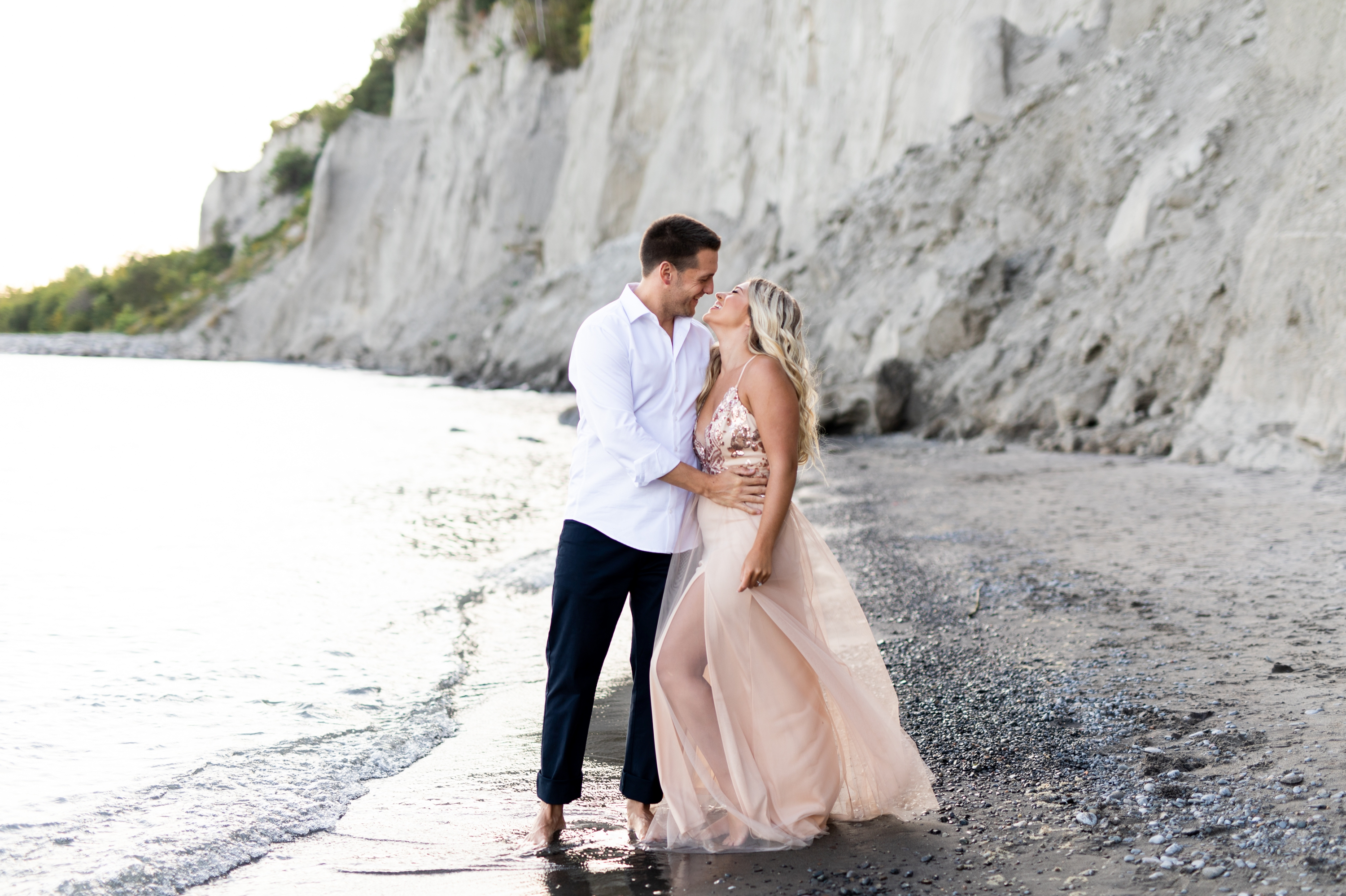 Zsuzsi Pal Photography, Guild Inn, Scarborough Bluffs, Engagement, Toronto, Cliffs, Kiss