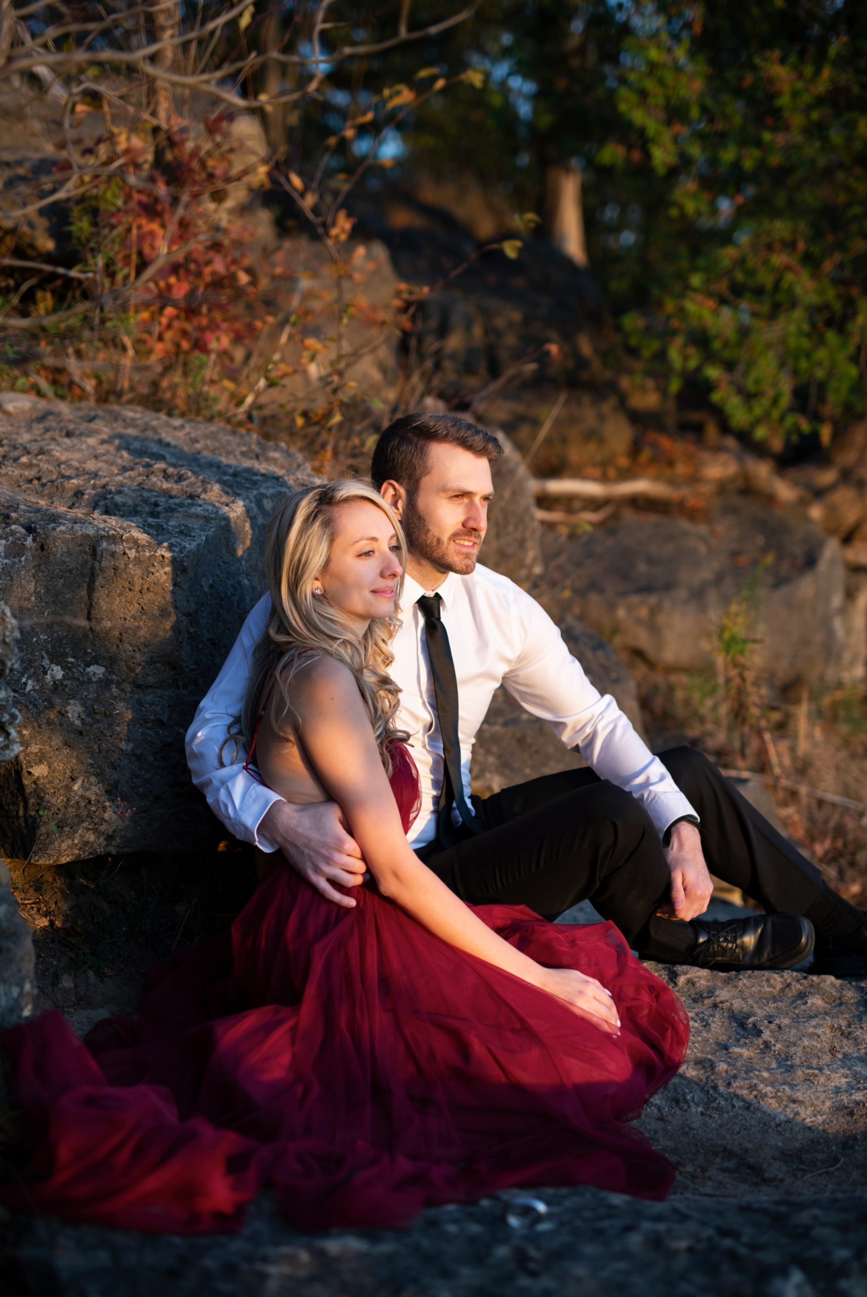 Cliff Look Out Rattlesnake Point Fall Autumn Engagement Milton Zsuzsi Pal Photography